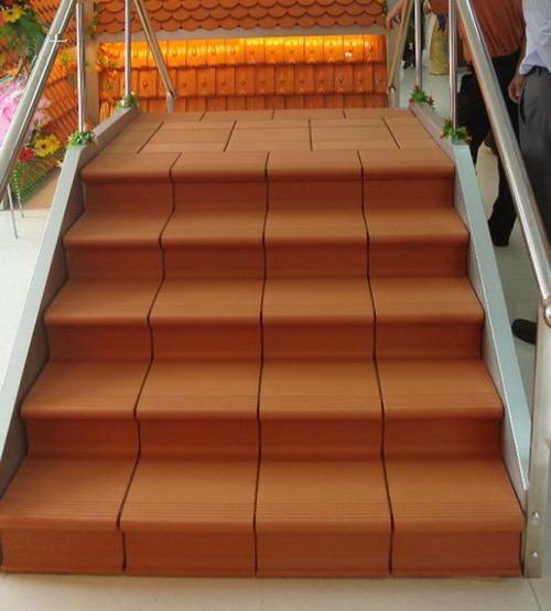 gạch ốp tường cầu thang