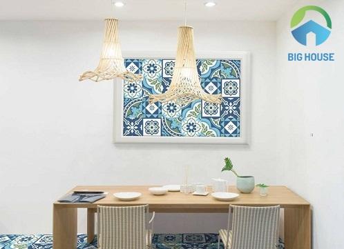 Gạch bông màu xanh ốp tường cho không gian phòng ăn