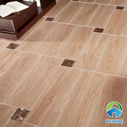 Cách điệu với cách lát gạch giả gỗ thanh dài và gạch vân đá hình vuông nhỏ