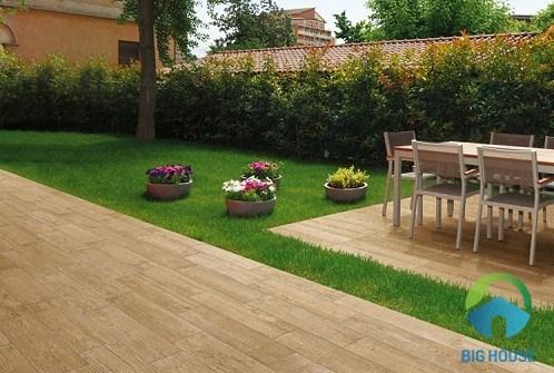 mẫu gạch giả gỗ lát sân vườn