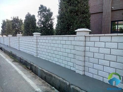 Ốp tường rào bằng gạch màu sáng