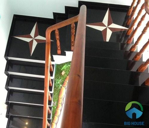 mẫu cầu thang 2 chiếu nghỉ