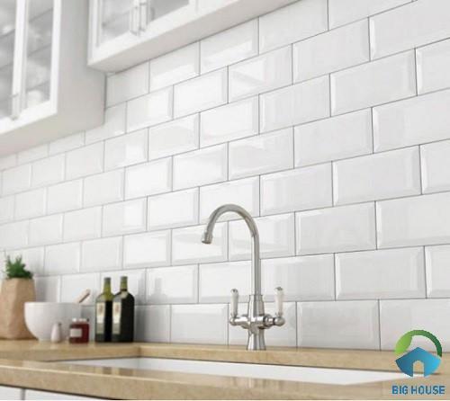 Mẫu gạch ốp màu trắng ốp cho khu vực phòng bếp