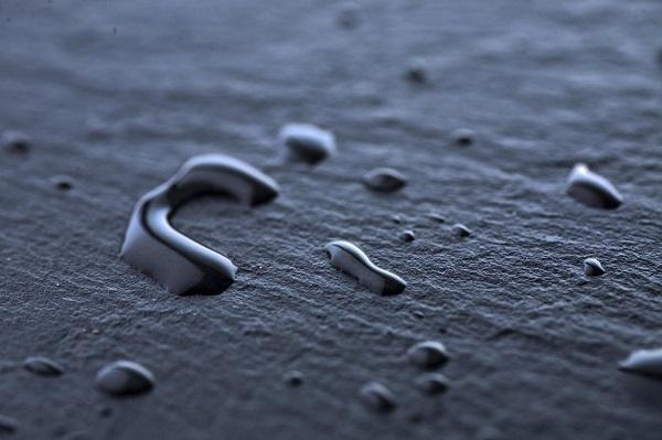 Gạch có bề mặt nhám sần giúp hạn chế tình trạng trơn trượt khi nền nhà bị nồm ẩm