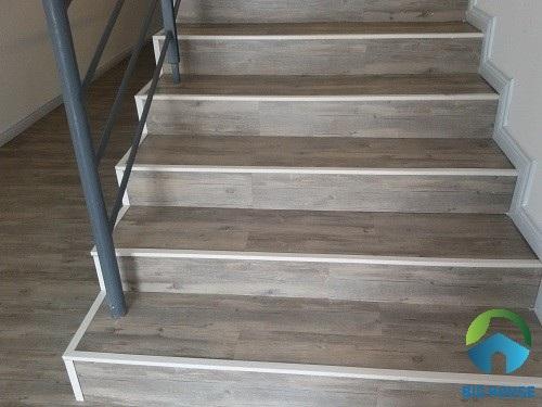 gạch lát cầu thang vân gỗ dùng để ốp và lát