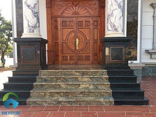 Mẫu gạch lát bậc tam cấp vân đá marble kết hợp cùng màu đen