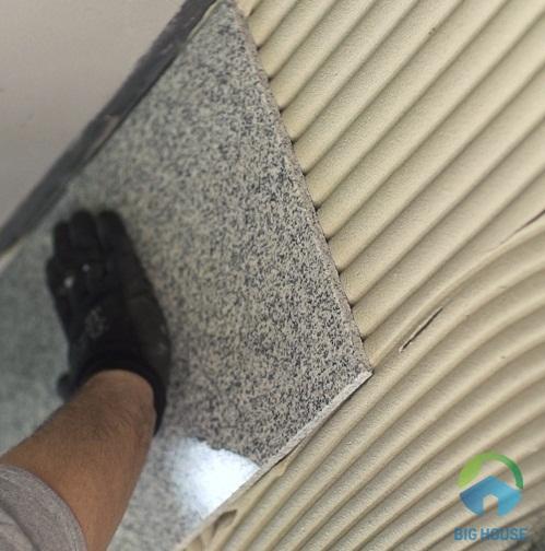 gạch ốp tường bị nứt vỡ 3