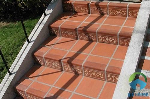 Mẫu gạch đỏ cotto lát cầu thang khu vực sân vườn