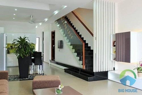 thiết kế cầu thang nhà ống 4m