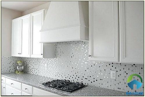 Gạch mosaic ốp bếp màu trắng
