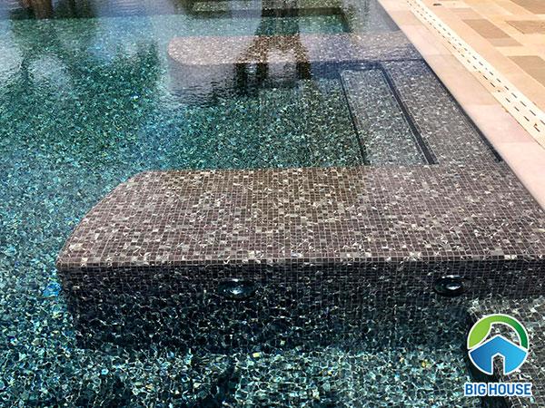 Kết hợp 2 mẫu gạch mosaic bể bơi