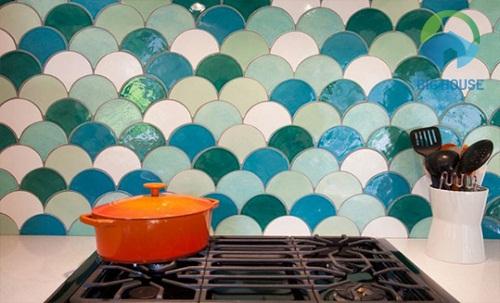 Mẫu gạch ốp đa sắc màu cho diện tích tường càng nổi bật hơn