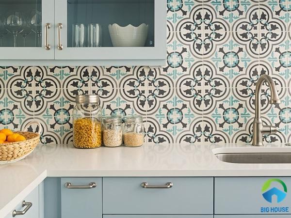 Gạch bông trang trí bếp màu xanh nhẹ nhàng