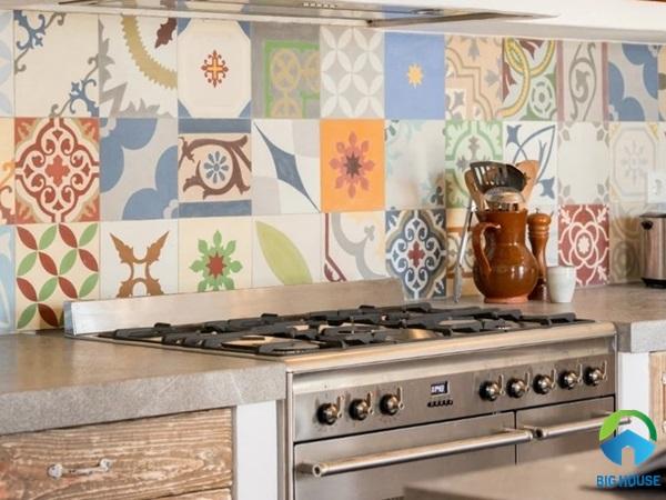 Gạch bông ốp bếp đẹp PHÁ CÁCH kèm tips trang trí CỰC CHẤT