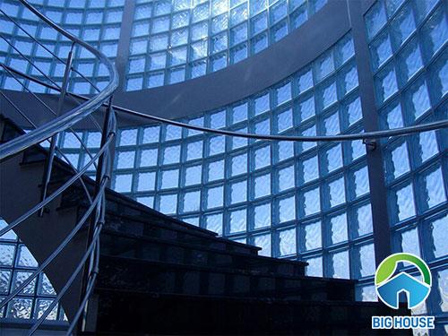 gạch kính lấy sáng cầu thang 5