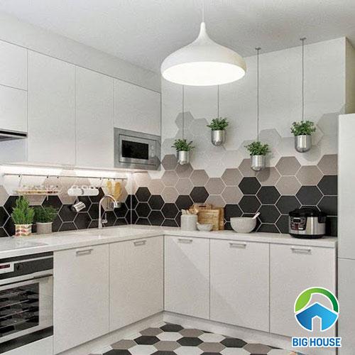 Ốp tường bếp bằng bộ 3 mẫu gạch đen, trắng, xám