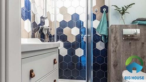 Gạch mosaic lục giác đa sắc ốp cho không gian phòng tắm