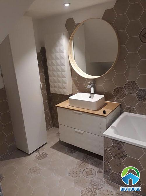 Gạch bông lục giác màu xám ốp nhà vệ sinh