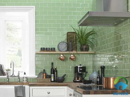 Gạch thẻ ốp tường bếp màu xanh tươi mát, đầy sức sống