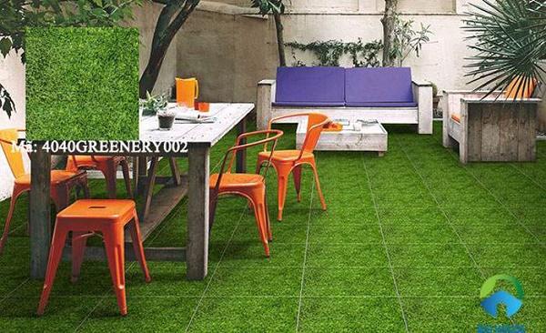 Mẫu gạch giả cỏ lát sân vườn đẹp mắt