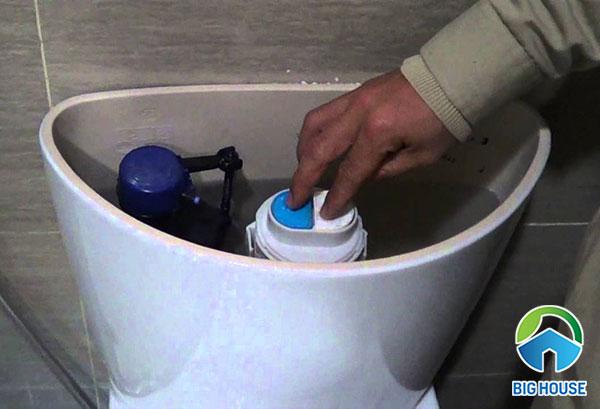bồn cầu viglacera xả nước yếu