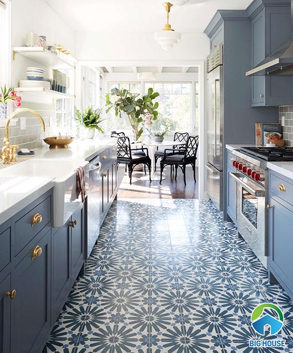 gạch bông lát bếp cùng tone với đồ nội thất