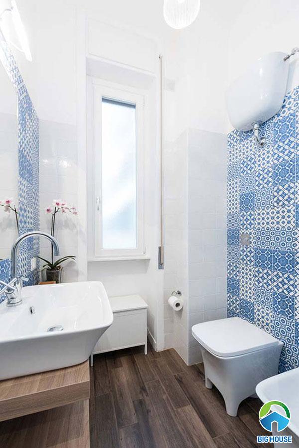 Gạch bông ốp nhà vệ sinh màu xanh nước biển
