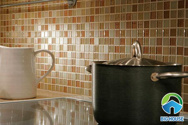 Gạch mosaic màu cam vàng ấm cúng
