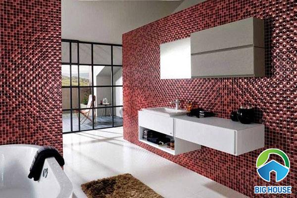 Màu đỏ nổi bật tạo vẻ đẹp mới lạ cho không gian phòng tắm