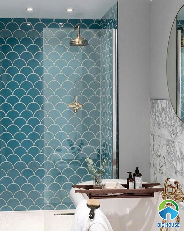 Gạch vảy cá ốp tường nhà tắm cho không gian tươi mát