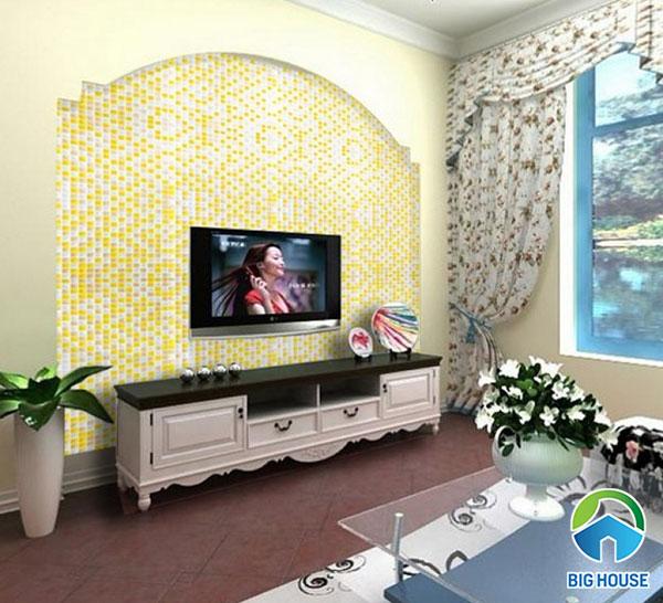 Ốp tường trang trí phòng khách bằng mẫu gạch ốp màu vàng kết hợp với trắng