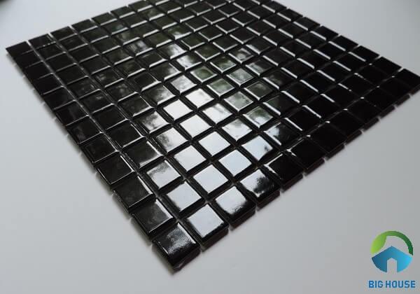 Gạch mosaic thủy tinh đen bóng