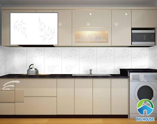 Gạch ốp tường bếp viglacera màu trắng, họa tiết lá cây, bề mặt bóng