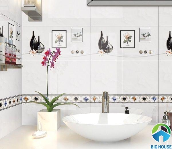 Bộ gạch ốp nhà vệ sinh Ý Mỹ S36025 màu trắng trang nhã, giúp mở rộng không gian