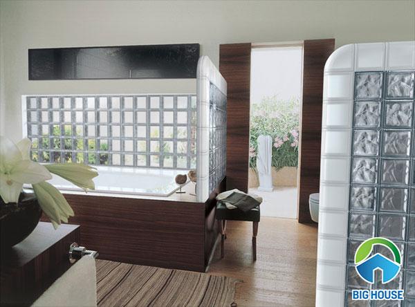 gạch kính lấy sáng làm vách ngăn phòng tắm