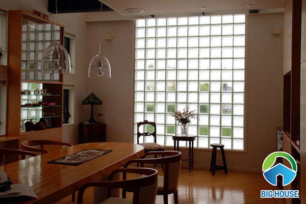Không gian ngôi nhà sẽ sáng hơn với mẫu gạch kính trong suốt