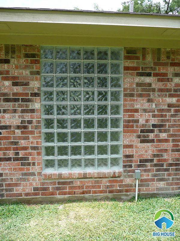 Ứng dụng gạch để ốp tường cửa sổ