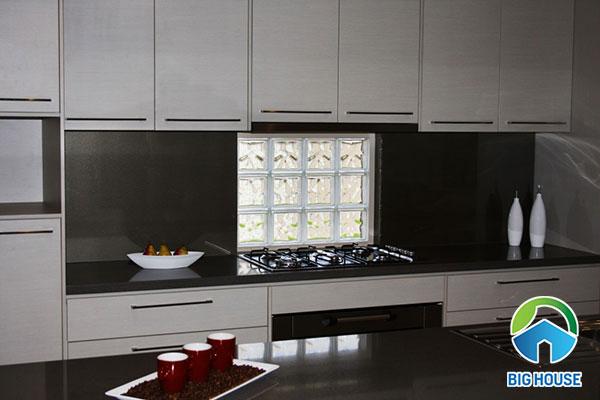 gạch kính mờ đục sử dụng cho khu vực bếp đun