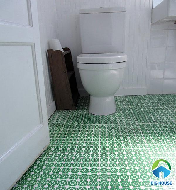 Gạch lát nền màu xanh cho không gian nhà vệ sinh thêm tươi mát
