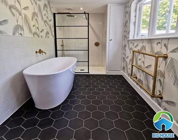gạch lục giác màu tối lát nền phòng tắm