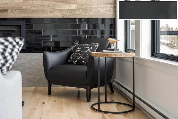 Gạch thẻ màu đen ốp tường phòng khách men bóng sang trọng
