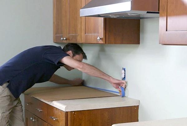 Cần dọn dẹp sạch sẽ trước khi thi công ốp lát gạch mosaic