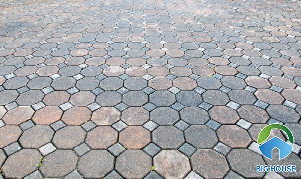 Mẫu gạch block 8 cạnh với tông màu trầm giả cổ