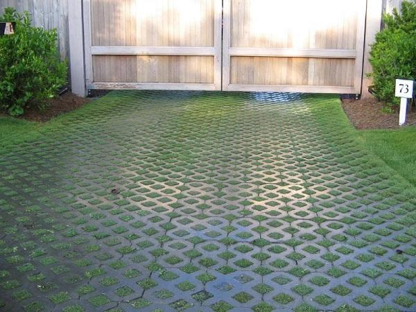 gạch block trồng cỏ 8 lỗ được thiết kế bao gồm 8 lỗ rỗng
