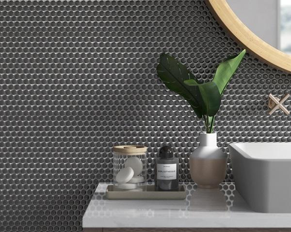Mẫu gạch mosaic màu đen hình tròn mang đến cho không gian vẻ đẹp độc đáo