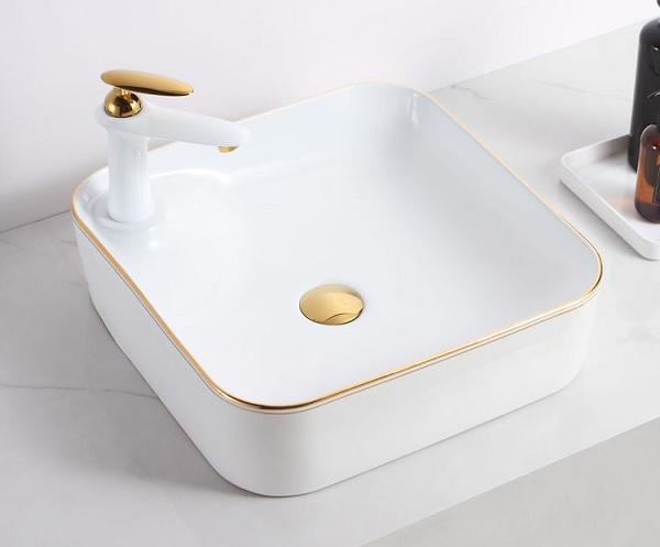 Mẫu thiết bị vệ sinh chậu rửa với phần vành thiết kế mạ vàng hiện đại