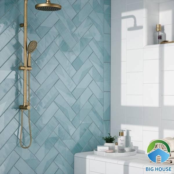 Gạch Mosaic xương cá màu xanh đậm cho phòng tắm thêm sinh động