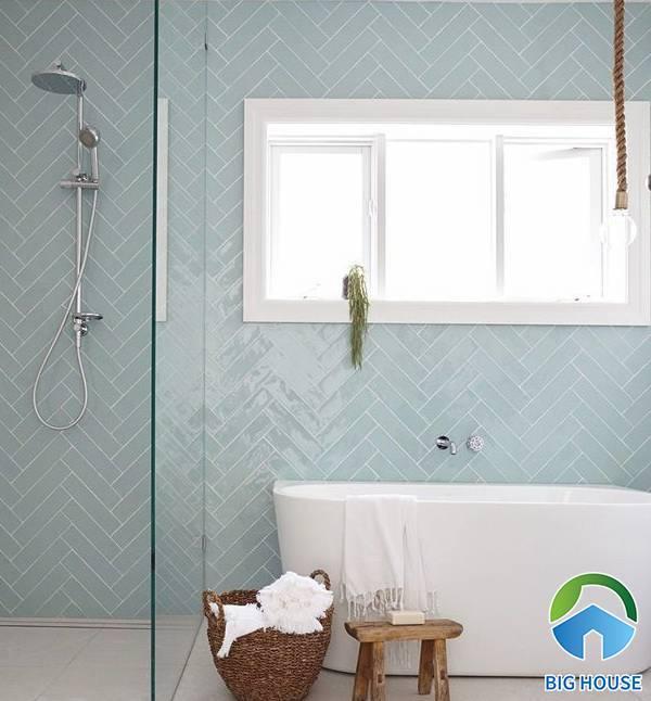 Gạch mosaic xương cá màu xanh ngọc cho phòng tắm thêm sang trọng