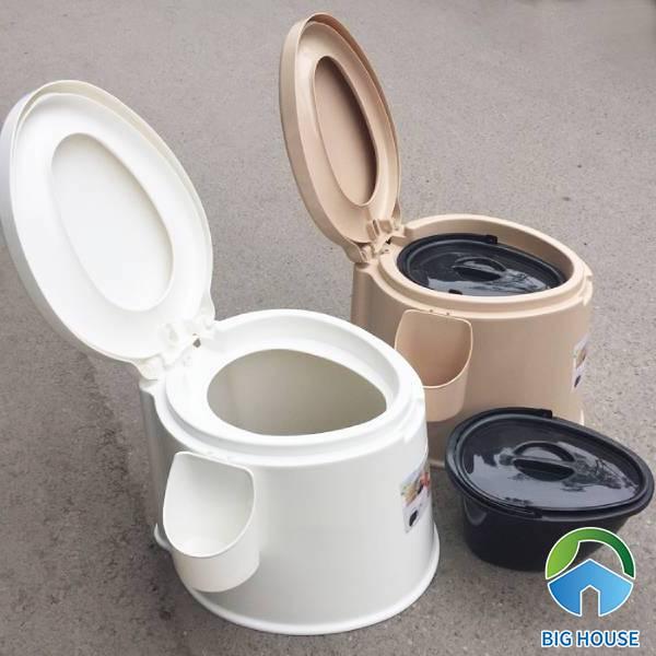 Bô vệ sinh dành cho người già AKIKO chất liệu nhựa cao cấp, có quai xách tiện lợi