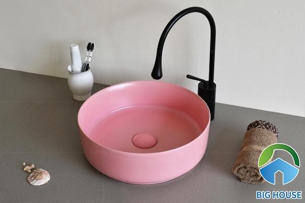 Lavabo màu hồng SU520 kiểu dáng nhỏ gọn và tiện dụng